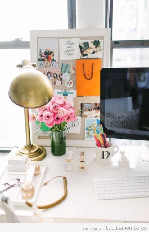10 ideas inspiradoras para decorar una oficina en casa muy for Adornos para escritorio de oficina