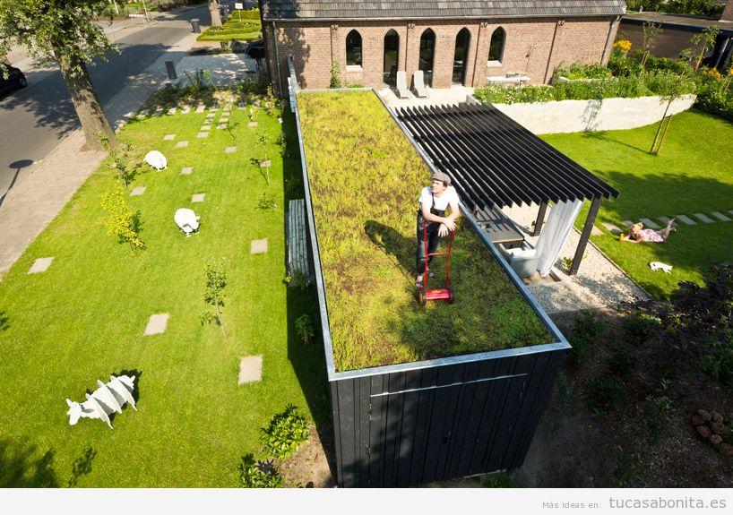 Casas hechas con contenedores que tienen un jardín en el tejado