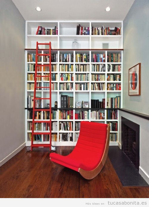 Ideas excepcionales para tener una preciosa biblioteca en - Estanteria escalera casa ...