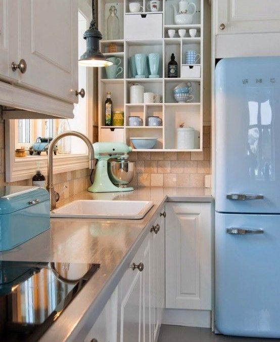 Decoración de casa con paredes y muebles color azul serenidad