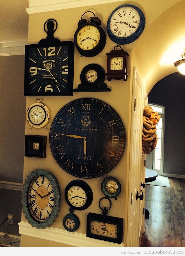 ideas decorar pared saln con mural de relojes