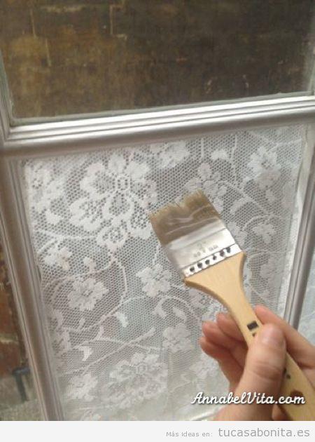 Decoración de ventanas con encaje y sin cortinas