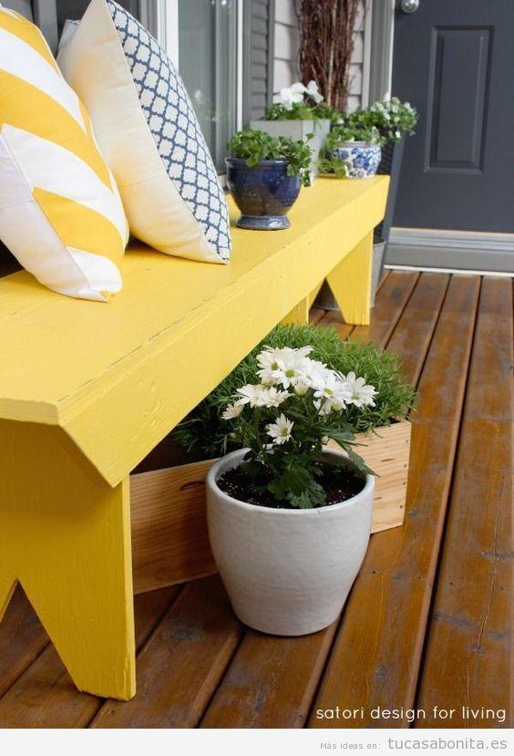 Decoración de casa en tonos amarillos para verano, mueble de jardín