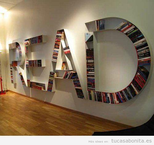 Estantería con libros que forma la palabra READ