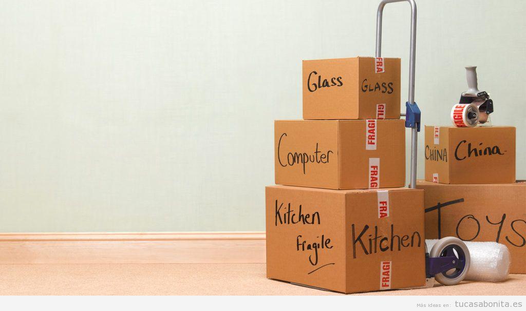 cajas mudanza con pegatinas