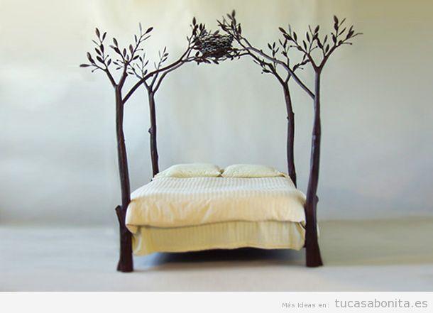Cama original con dosel de árbol
