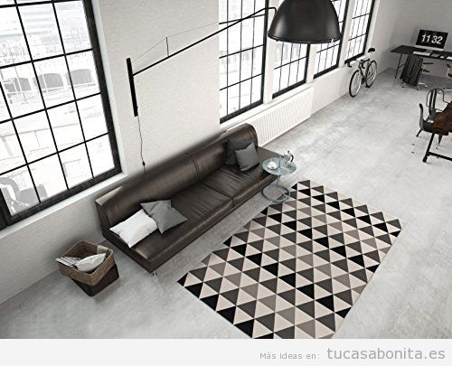 Decoración sala de estar minimalista con alfombra geométrica