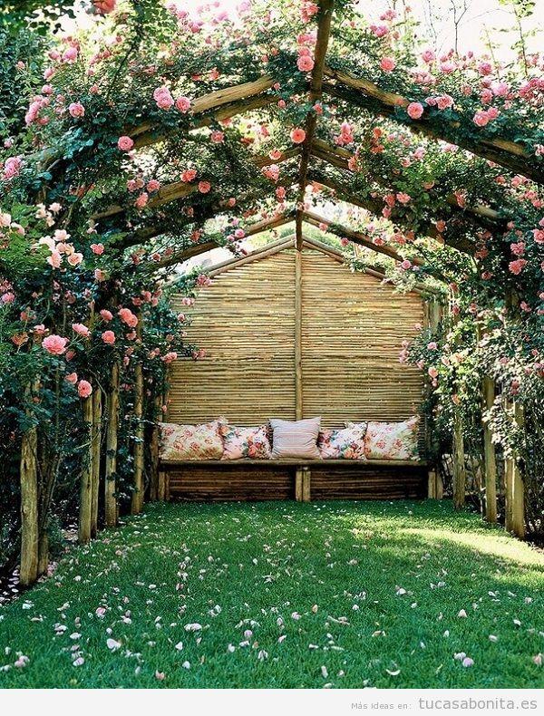 Jardín con rosas en casa 12