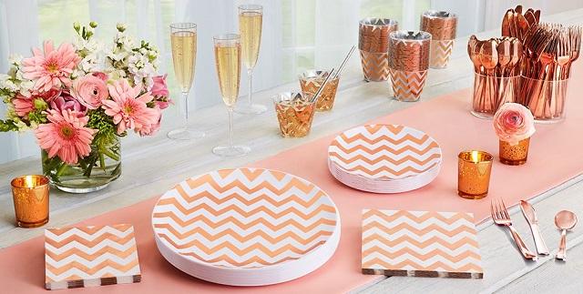 Cómo decorar una mesa para una fiesta en casa con productos desechables
