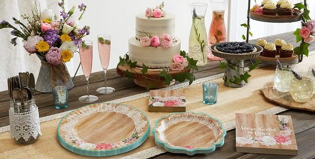 Decorar mesa de cumpleaños con platos y cubiertos desechables 3