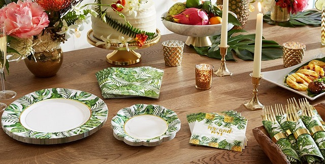 Decorar mesa de cumpleaños con platos y cubiertos desechables 4