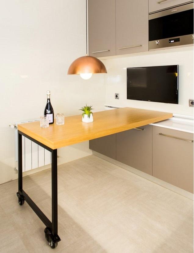 Diseño de cocina con mesa móvil