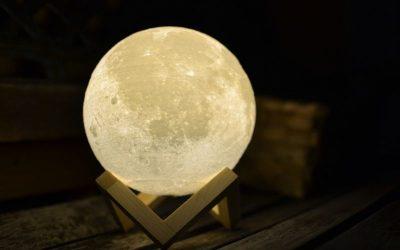 """Lámparas luna, un toque """"espacial"""" para tu casa"""