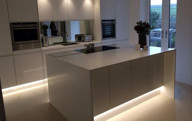 8 ideas para decorar una cocina con tiras de led tu casa - Iluminacion cocina led ...