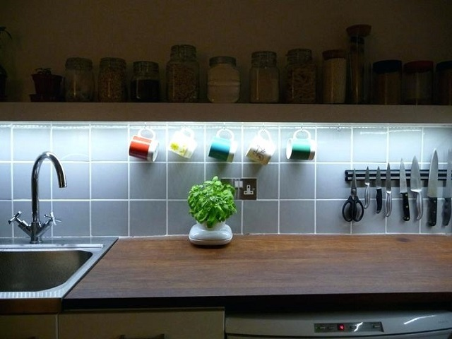 8 Ideas para decorar una cocina con tiras de LED - Tu casa ...