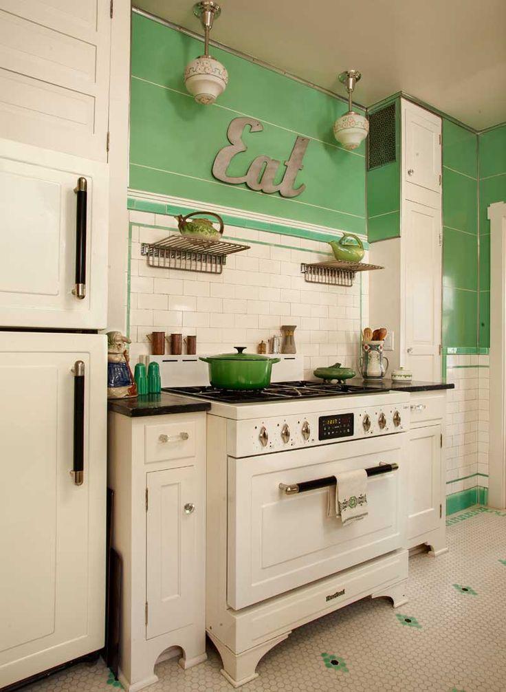 Ideas para decorar una cocina original, letras de madera