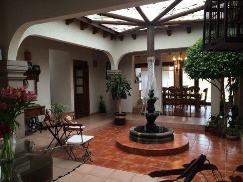 Interior hacienda mexicana patio