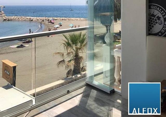 Las ventajas de instalar cortinas de cristal y láminas de control solar.