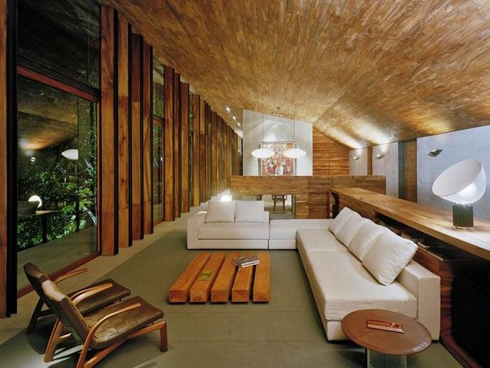 Decoración moderna casa de madera en sala de estar