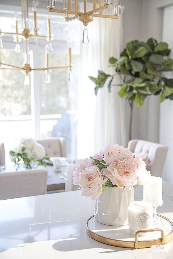 Decoración con ramos de peonías, mesa de comedor 2