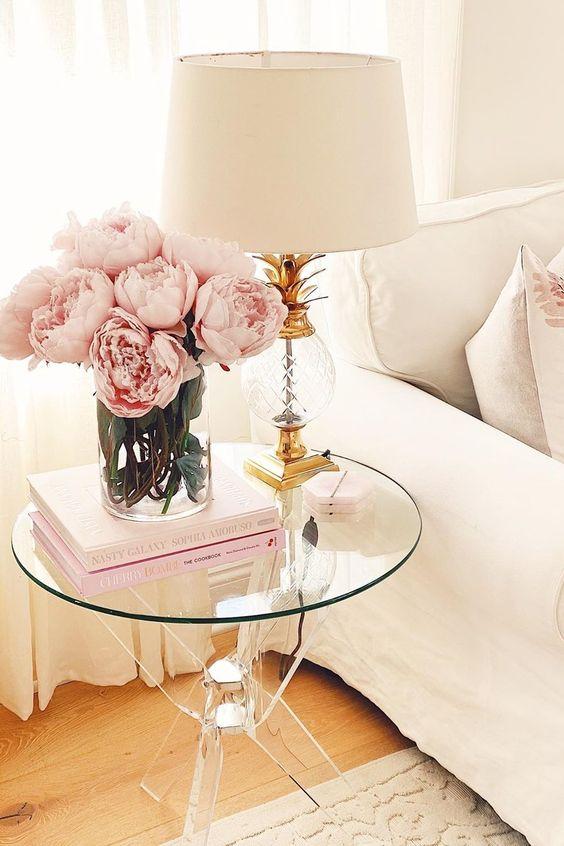 Decoración con ramos de peonías, mesa auxiliar 2