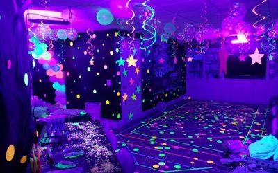 Artículos luminosos para decorar tu fiesta en casa