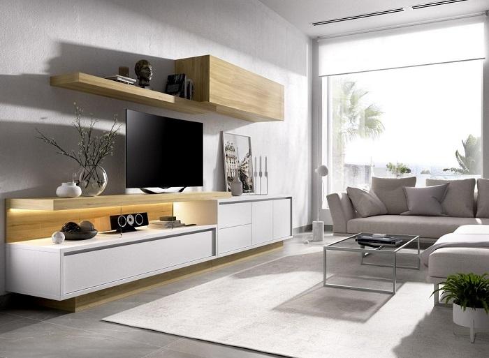 Comedor moderno con muebles blanco y madera clara
