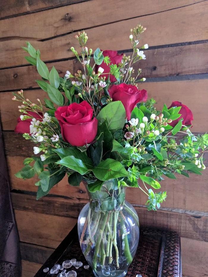 Ramo de rosas rojas para decorar la casa
