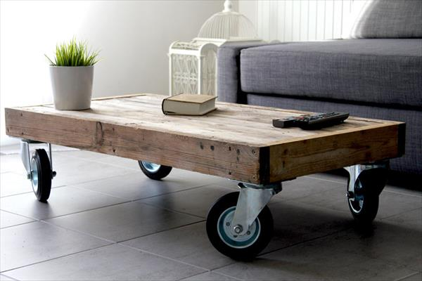 Mesa de centro con ruedas