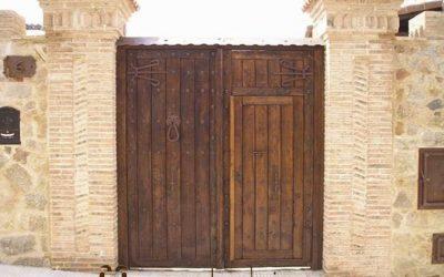 Puertas Rústicas de Madera Maciza: Da a tu Casa Rústica un Aire Señorial