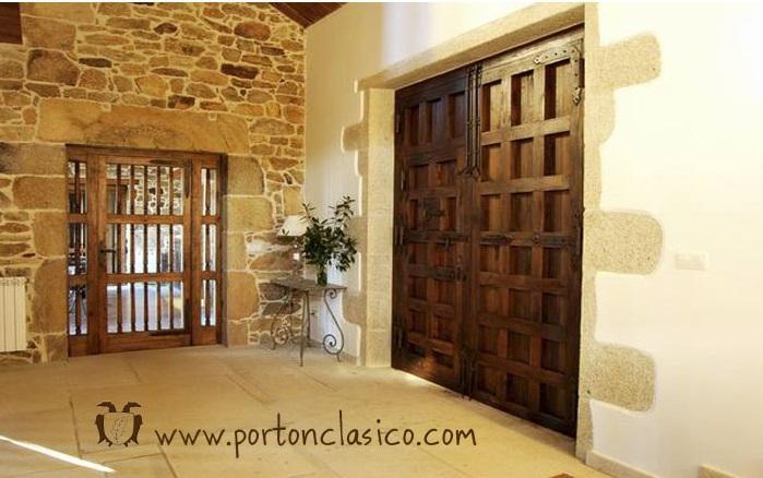 Puerta de madera en casa rústica