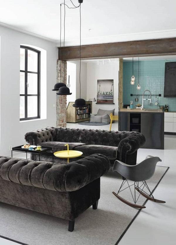 Sofá Chester de terciopelo gris en casa moderna