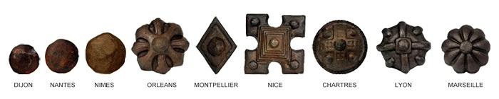 Tipos de herrajes para puertas rústicas