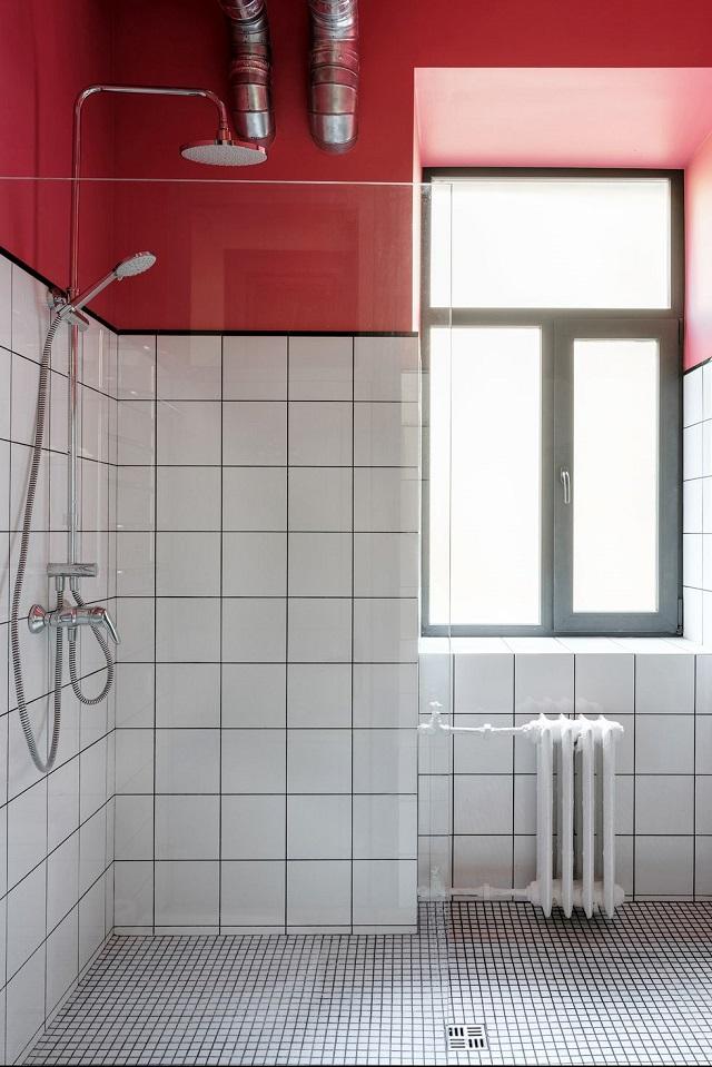 Baño pequeño moderno con mamparas