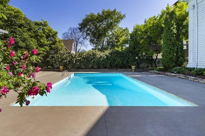 Cómo preparar y mejorar tu piscina para el verano