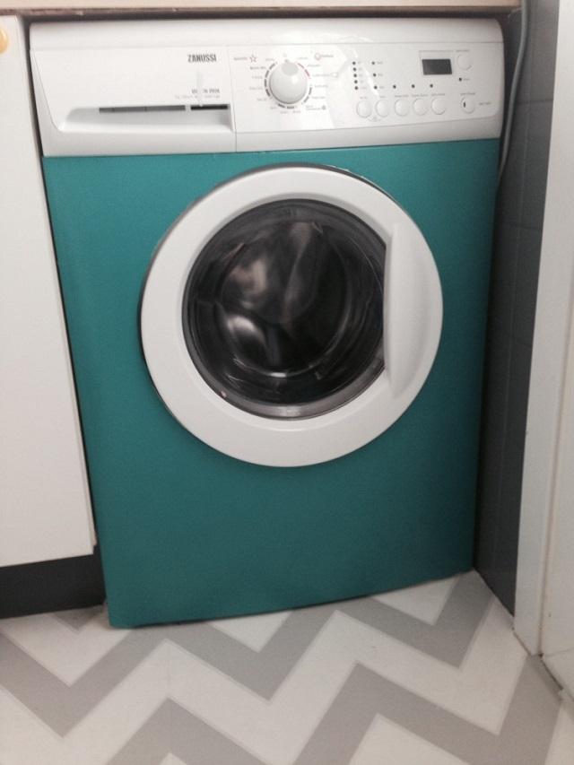 Lavadora forrada con vinilo de colores