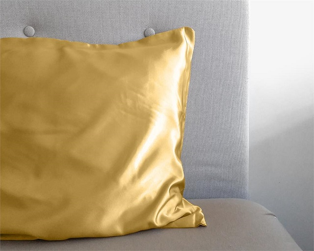 Funda almohada dorada