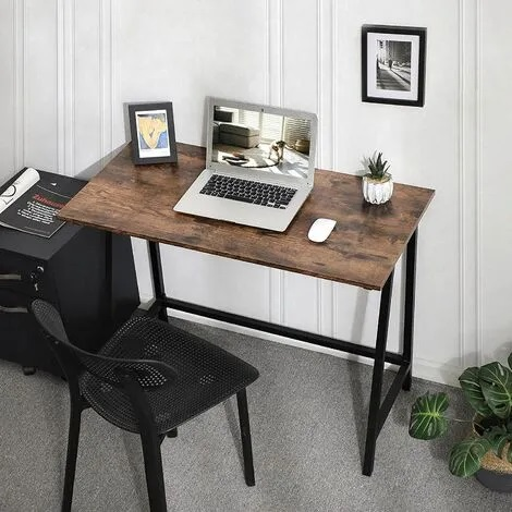 Mesa de escritorio industrial en salón