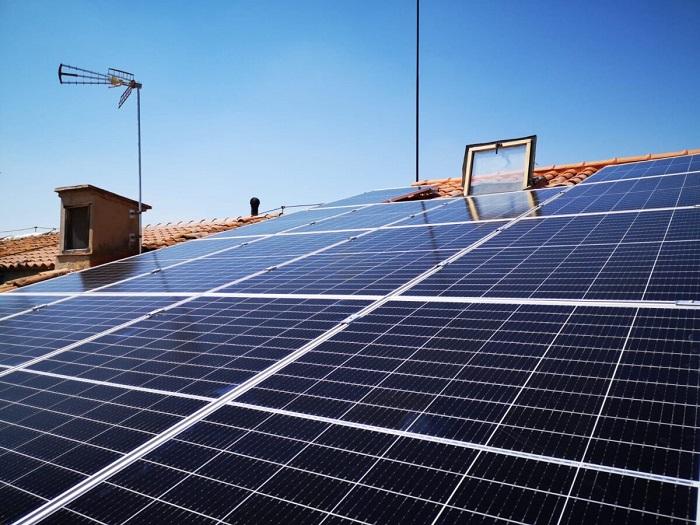 Placas solares en edificio